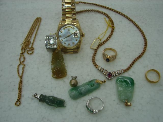 請問我有些飾品及手錶 是我媽給我的 因為失業四個月了 想用他來跟你們週轉 我會拿回去