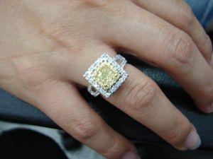 台中 流當品拍賣 豪華 方形 1克拉 FANCY 黃彩鑽 女鑽戒 豪華超值特價