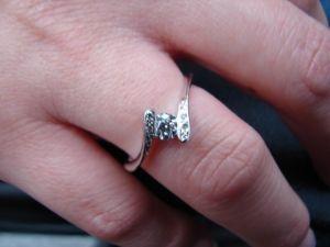 台中 流當品拍賣 造型 25分 E色 K金 鑽戒 有 八心八箭