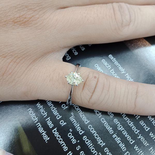 台中當舖流當品拍賣 流當鑽石 70分 馬眼 FANCY LIGHT YELLOW 彩鑽 女鑽戒 喜歡價可議 KS001